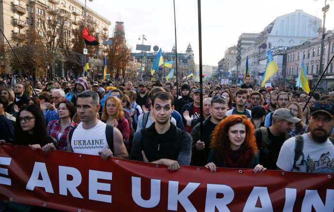 """In Kiev, a march against the """"surrender"""" of Ukraine against Moscow"""